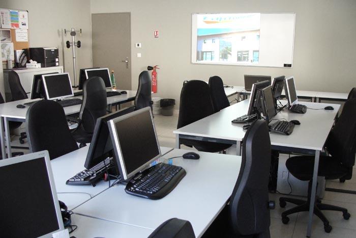Cap Formation a mis tout en oeuvre pour vous offrir des salles de formation tout confort et très bien équipées.