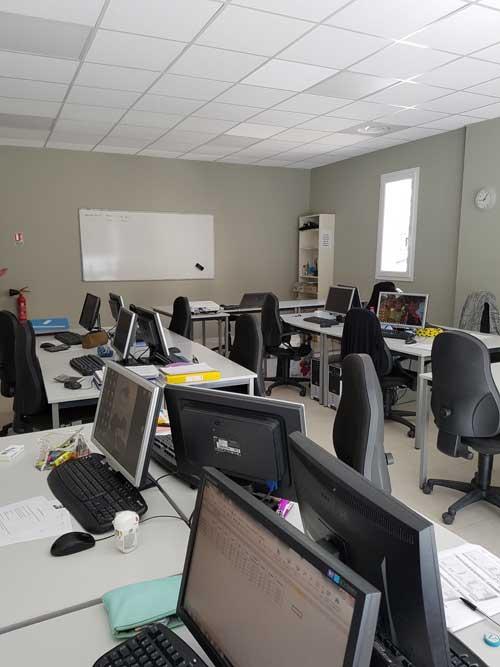 Une salle toute équipée pour une formation chez Cap Formation dans des conditions idéales.